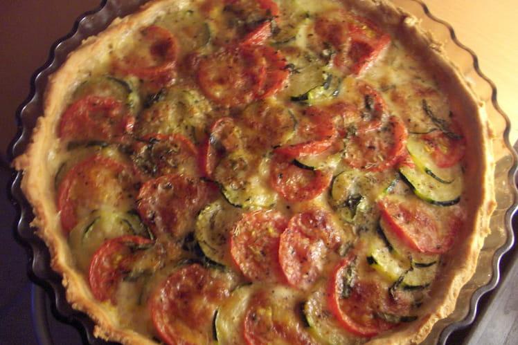 Tarte aux tomates, thon et fromage