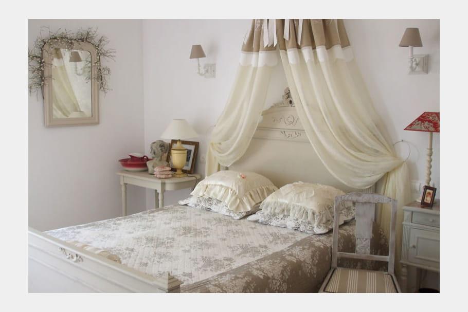 la chambre de michelle classique comment d corer une chambre romantique journal des femmes. Black Bedroom Furniture Sets. Home Design Ideas