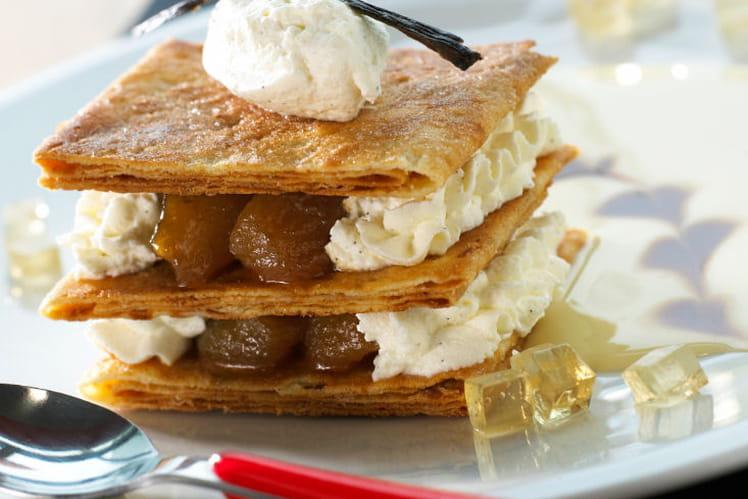 Mille-feuille de crêpes dentelles aux pommes confites caramélisées et chantilly vanillée