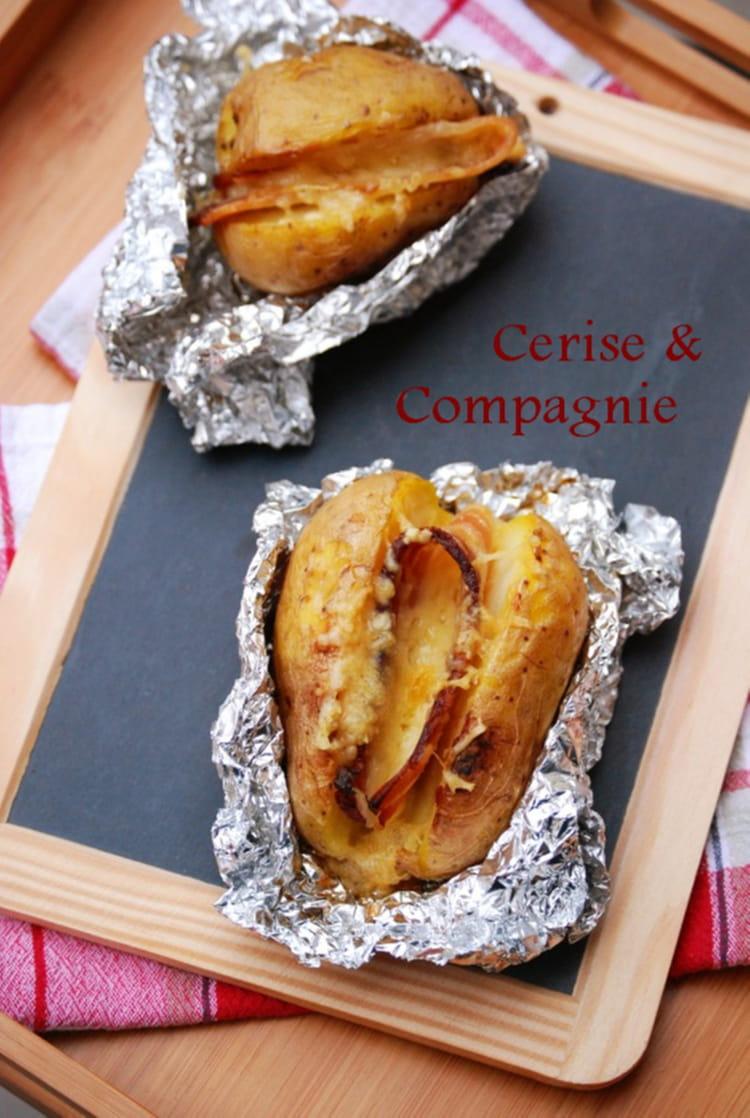 recette de pomme de terre au four en robe des champs poitrine fum e et fromage la recette facile. Black Bedroom Furniture Sets. Home Design Ideas