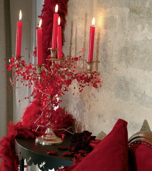 guirlande qui entoure un chandelier