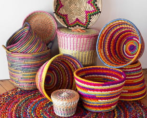paniers et corbeilles colorées de maisons du monde