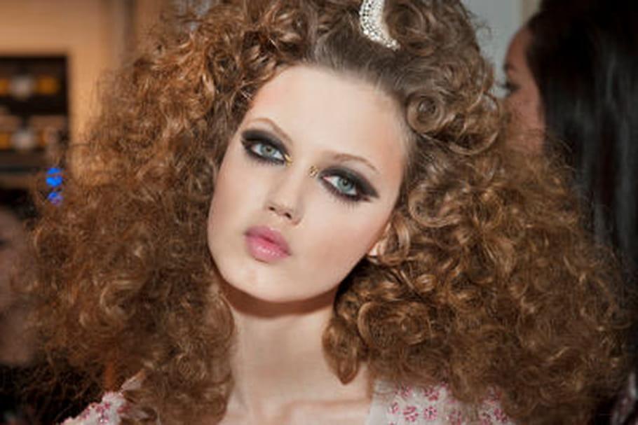 Le maquillage doré du défilé Chanel Croisière