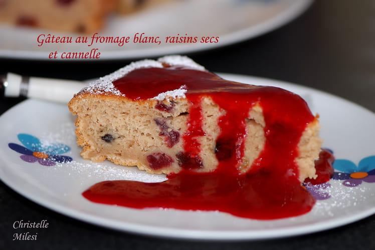 Gâteau au fromage blanc, raisins secs et cannelle