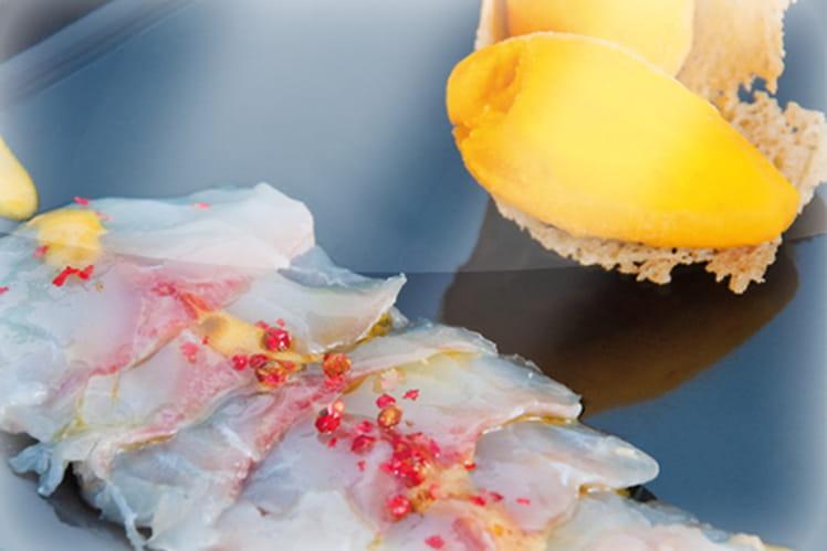 Cornet parmesan et mangue givrée, sur sa rosace de dorade