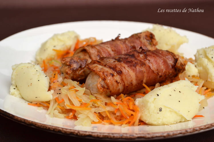 Saucisses au lard fumé, carottes et chou blanc façon potée