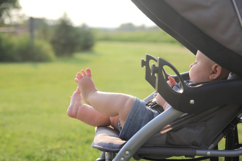 Meilleures ombrelles pour poussettes: on protège bébé en balade!
