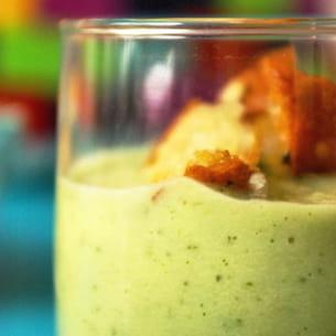 gaspacho de concombre aux herbes fraîches
