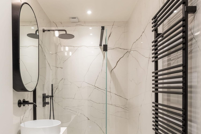 Salle de bains design: les clés pour réussir
