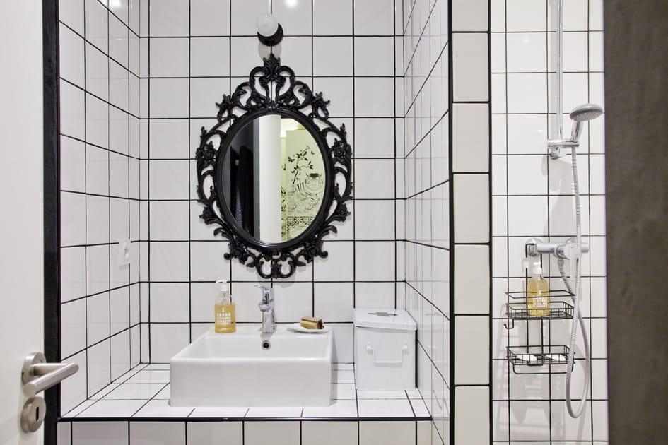 Intemporelle, la salle de bains en version noir et blanc nous séduit