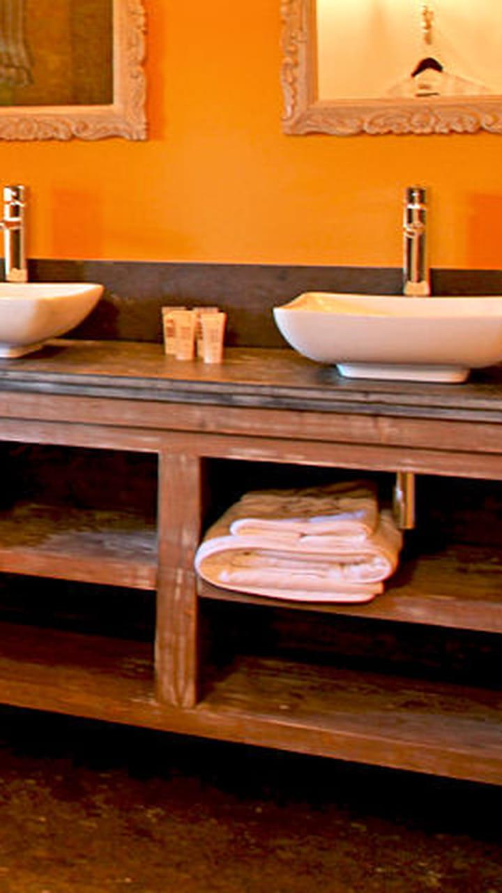 Detourner Un Meuble Pour Salle De Bain un meuble façon buffet