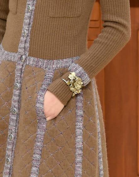 Le bracelet camélia du défilé prêt-à-porter automne-hiver 2015-2016
