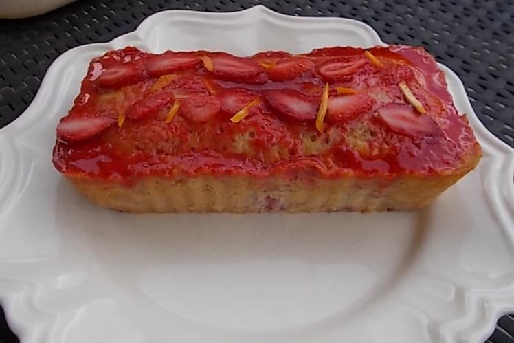 Cake moelleux à l'orange et aux fraises