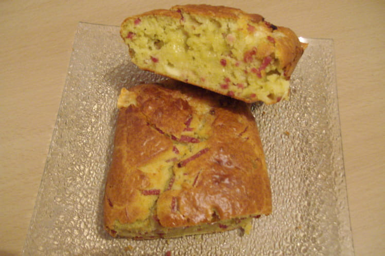 Cake jambon, fromage et estragon