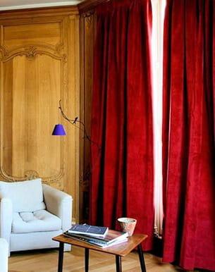 rideaux en velours rouge de. Black Bedroom Furniture Sets. Home Design Ideas