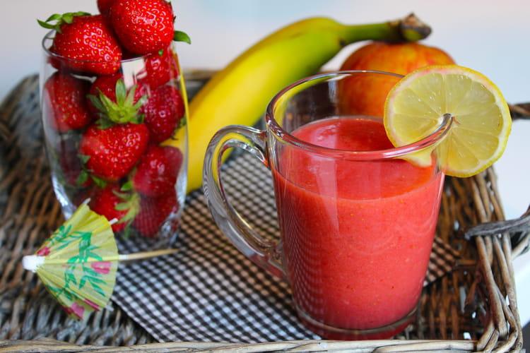 Smoothie fraise, pomme et banane