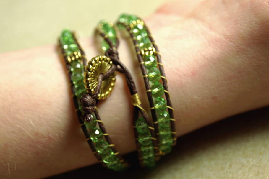 DIY : fabriquer un bracelet en perles vert et or