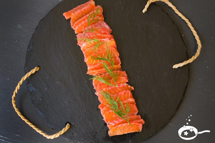 Saumon gravlax betterave rouge et aneth