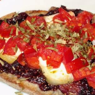 tartine sucrée-salée figue-chèvre-tomate