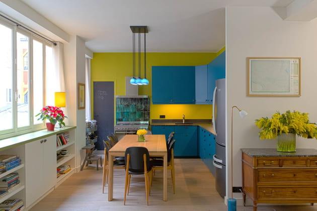 Espace et couleurs dans un appartement familial
