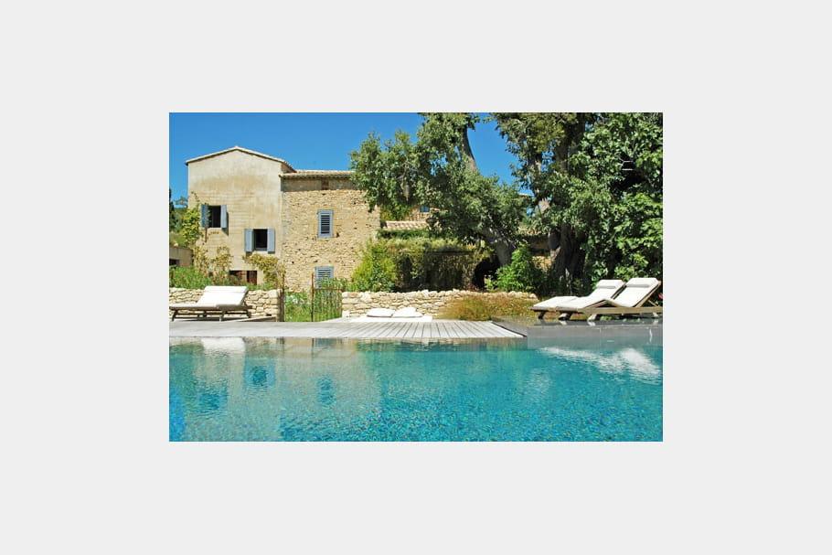 sous un ciel d 39 azur piscine des exemples de bassins qui font r ver journal des femmes. Black Bedroom Furniture Sets. Home Design Ideas