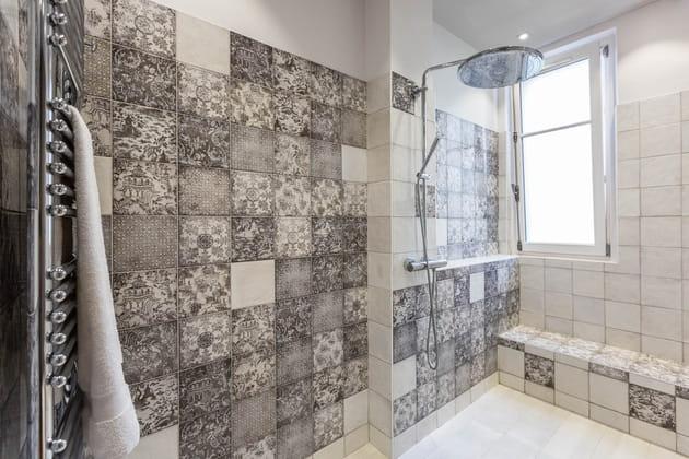 une douche l 39 italienne en fa ence. Black Bedroom Furniture Sets. Home Design Ideas
