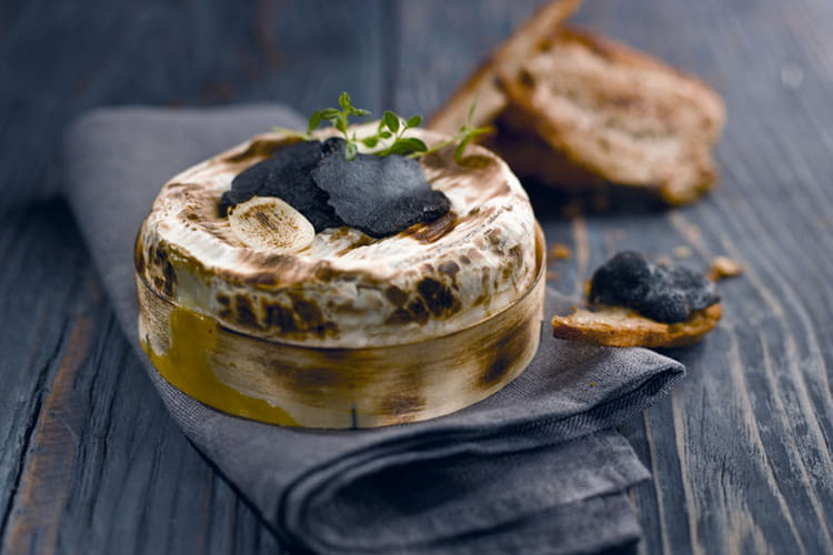 Camembert rôti au Porto et à la truffe