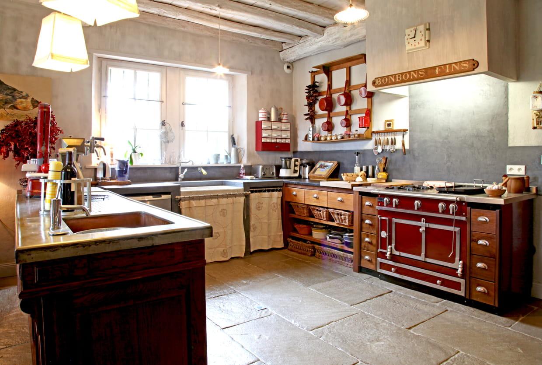 Une cuisine campagne fa on picerie for Decorer une cuisine rustique