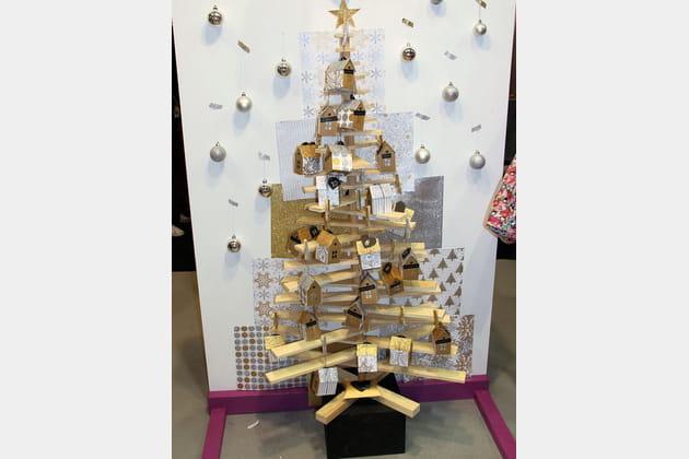 Un sapin de Noël récup' et métallisé