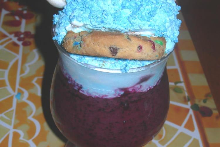 Monstre biscuit à la mousse de myrtilles