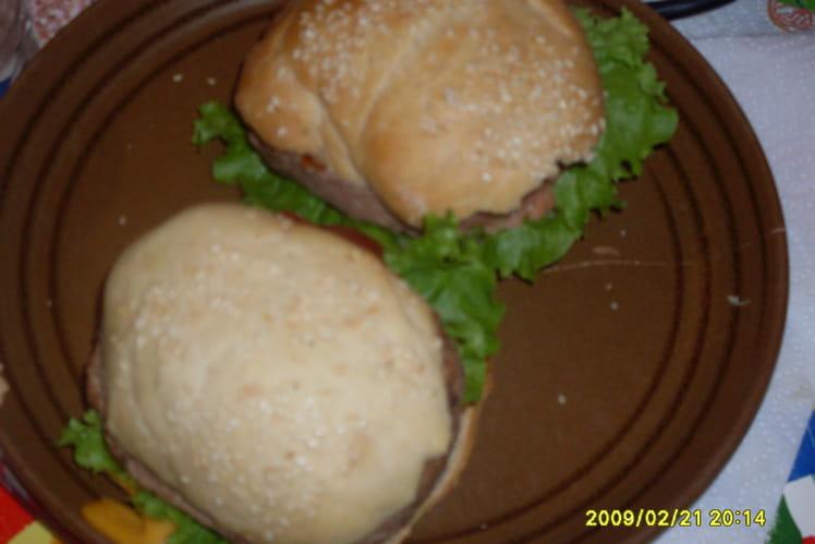 Hamburger maison avec machine à pain