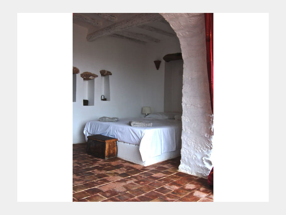 chambre avec alc ve maison entre charme et tradition au maroc journal des femmes. Black Bedroom Furniture Sets. Home Design Ideas