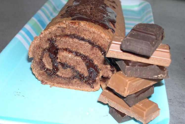 Roulé au cacao fourré aux deux chocolats