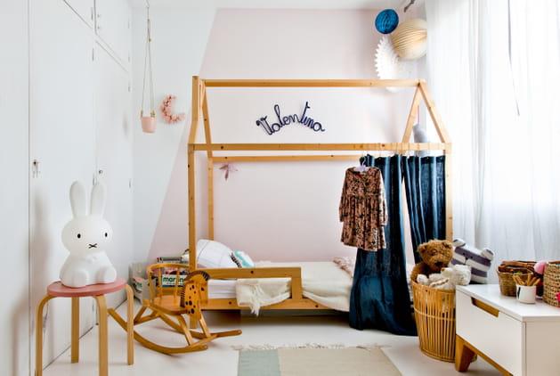 Du bois pour une chambre de fille chaleureuse