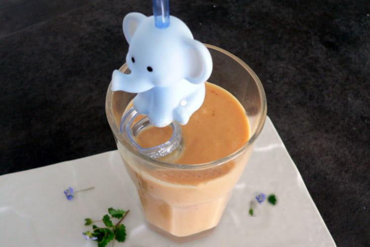 Smoothie à la carotte, framboises et glace à la vanille