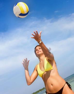 bronzez et musclez-vous avec le beach volley !