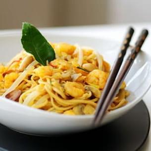 nouilles aux crevettes épicées au curry