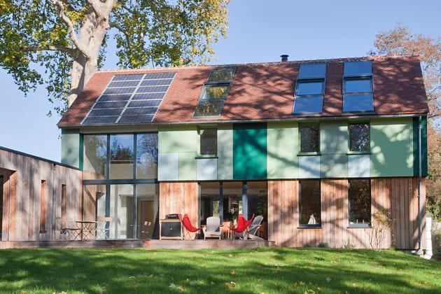 Maison avec toit végétalisé
