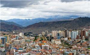 la paz, capitale de la bolivie, plus de 4000 m au-dessus du niveau de la mer.