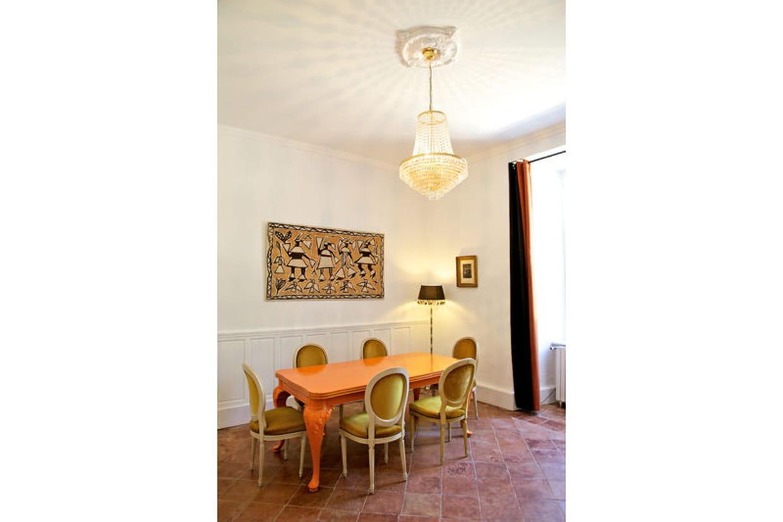 une salle manger classique revisit e. Black Bedroom Furniture Sets. Home Design Ideas