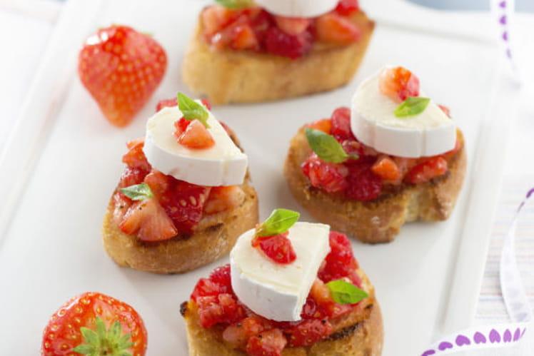 Tartines aux fraises, framboises, basilic et En Cas de Caprice