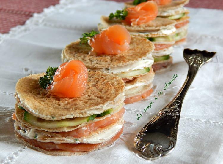 recette de mini gâteaux de crêpes de sarrasin au saumon fumé : la