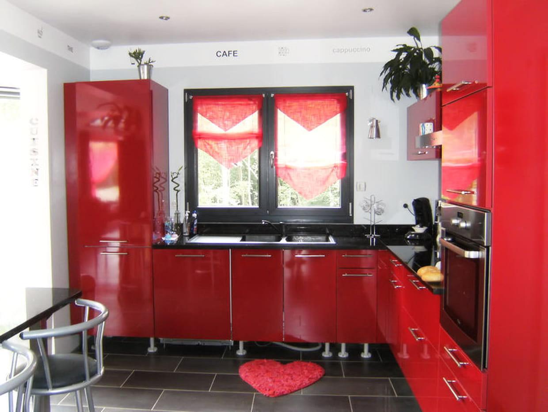 Une cuisine rouge xxl for Cuisine xxl