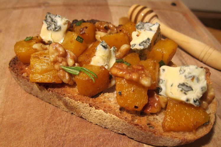 Tartine de potimarron, noix et bleu d'Auvergne