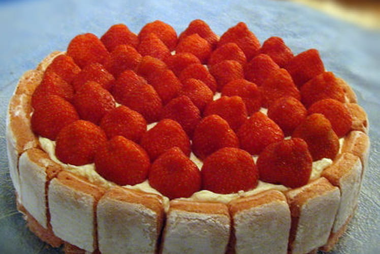 Entremet aux fraises et biscuits rose de Reims