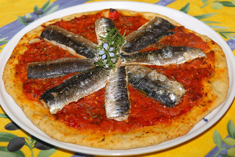 Pizza aux sardines fraiches