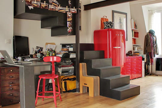 un coin bureau rouge et noir. Black Bedroom Furniture Sets. Home Design Ideas
