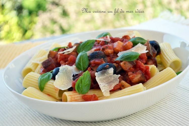 p tes rigatoni sauce aux tomates aubergines et courgettes. Black Bedroom Furniture Sets. Home Design Ideas