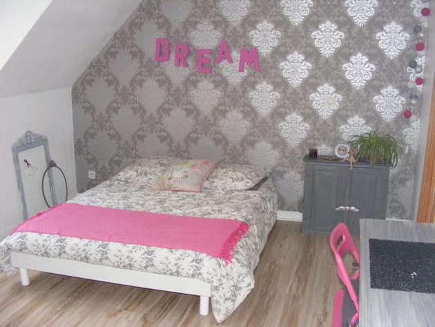 Une chambre girly en rose et gris