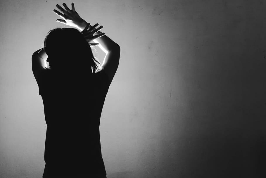 Amoureuse d'un monstre, Sandra nous hurle 15ans de violence conjugale